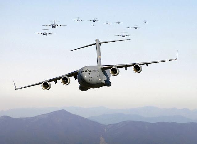 Gambar 14. Foto Pesawat Angkut Militer Boeing C-17 Globemaster III