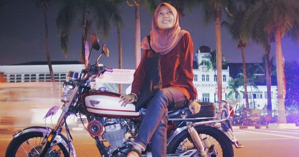 Foto  Foto Cewek Cantik Dengan Motor CB Modifikasinya