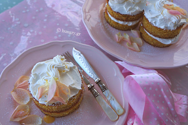 Mini Lemon Curd Cakes