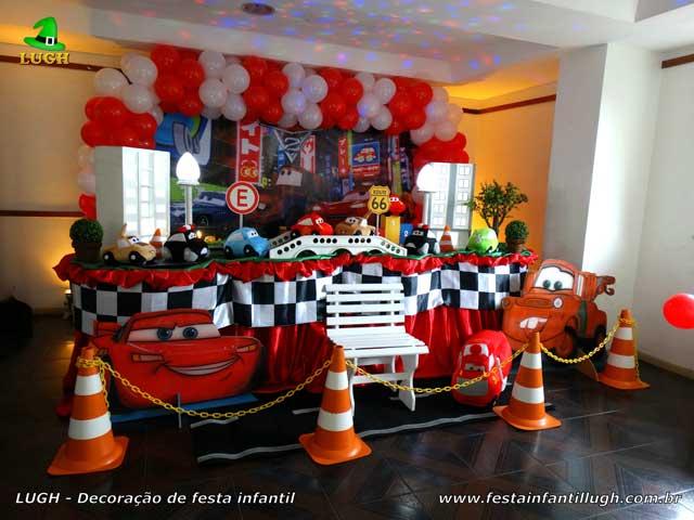 Foto de Decoração de mesa tradicional luxo de tecido(pano) para festa masculina - Tema Carros