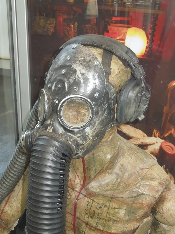 Gas mask mannequin Insidious Chapter 2