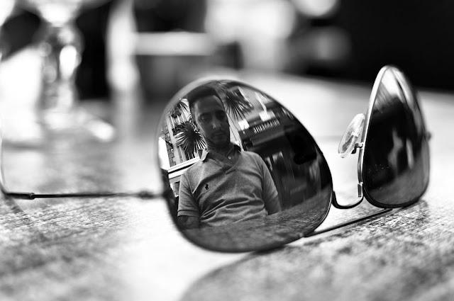 ray ban, lunettes, portrait, ville, terrasse, reflet