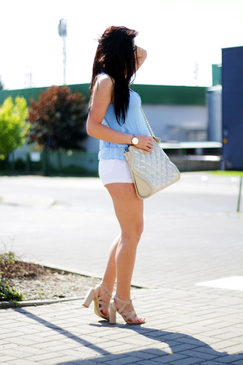 bonprix, pantofelek24, sznurowane, rzymianki, baskinka, pull&bear, monnari, kolorowy sklep, fashion, błękitna, baby blue, białe, szorty,
