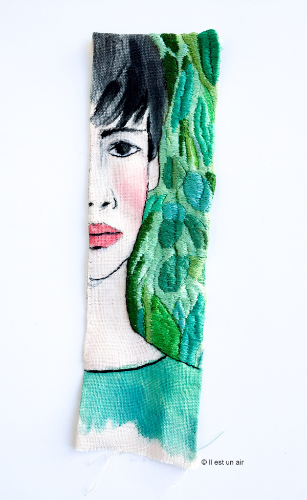 Femme brodée avec motifs végétaux
