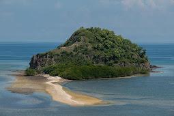 Pulau Paling Sepi Versi Pejuang Tampan