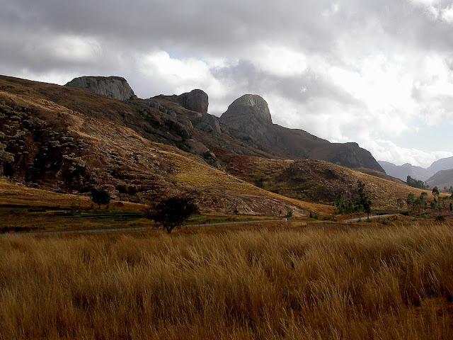 montagnes du parc Anja, royaume du Lemur catta