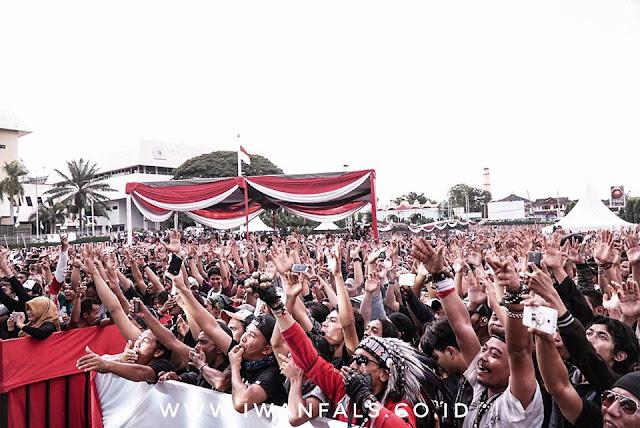 Warga Lampung Padati Konser Mini Iwan Fals