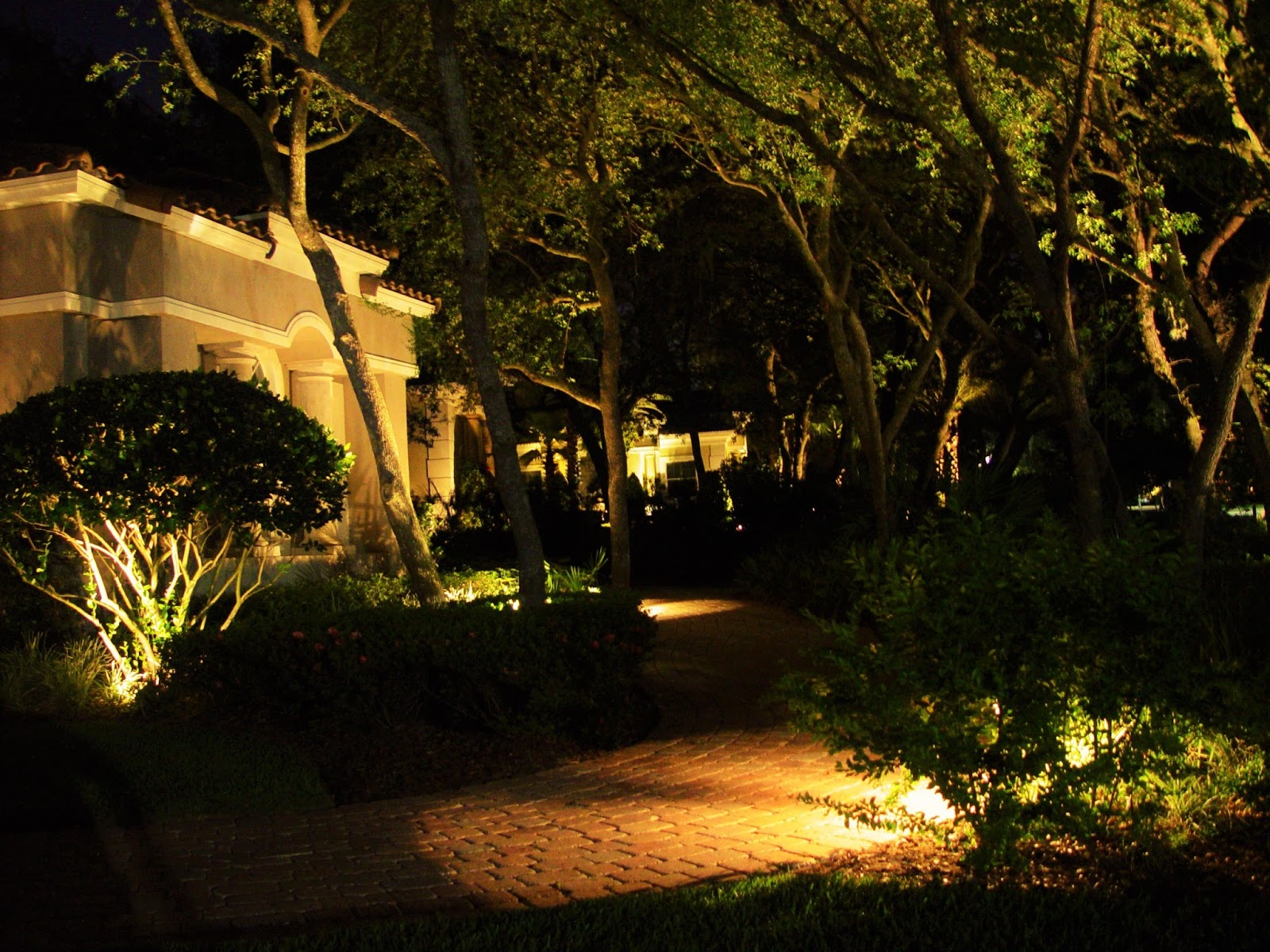 Highest Quality Landscape Lighting : Lightscapes landscape lighting design and installation in