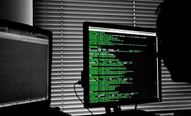 Es una interfaz de usuario que requiere lineas de comandos para interactuar con el sistema operativo