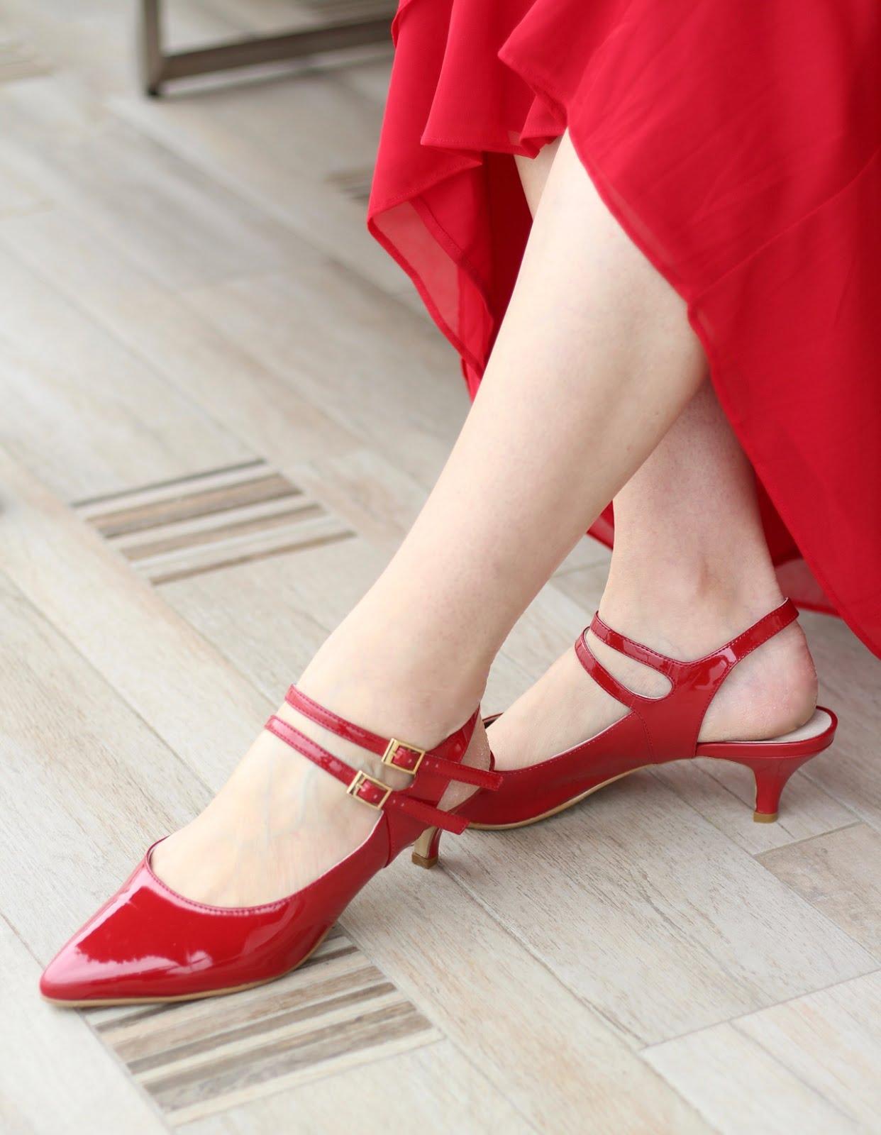 Lady in Red: Fashion Friday mit einem grandiosen Abendkleid für die Oper: Schnallenschuhe in Rot