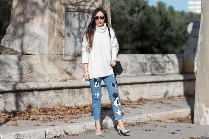 Blogger influencer de Valencia con pantalones vaqeros de zapra