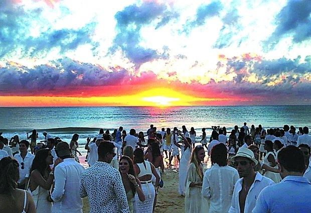 Trancoso recebe o ano todo turistas de todo o mundo, fora os diversos interessados nas belezas naturais e no clima tranquilo e descontraído.