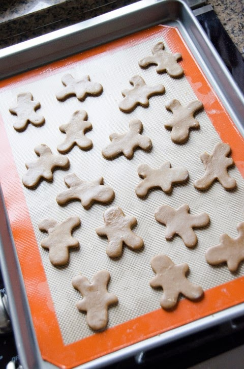 http://craftyc0rn3r.blogspot.com/2013/12/gingerbread-cookies.html