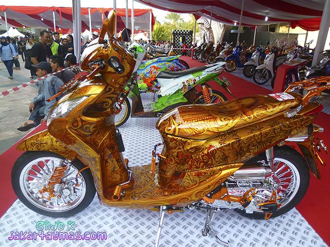 Exposición y venta de motos en Yakarta