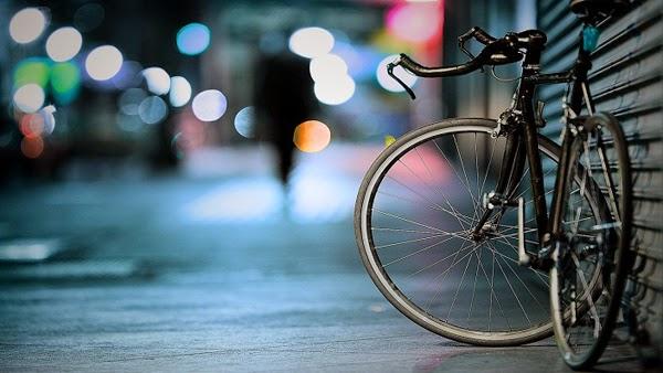 دراجة هوائية في الشارع