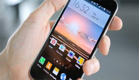 الكثير يعاني من البطىء او حالات التهنيج الخاصة بهواتف غالاكسي, و لكن في ايجي جيك دائما هناك حلول لكل شيء بحيث سوف نعرف عليكم بعض الطرق و الخدع التي تقوم بتسريع هاتف سامسونج غالاكسي S5 و تجعله يعمل بشكل اسرع و أكثر كفائة