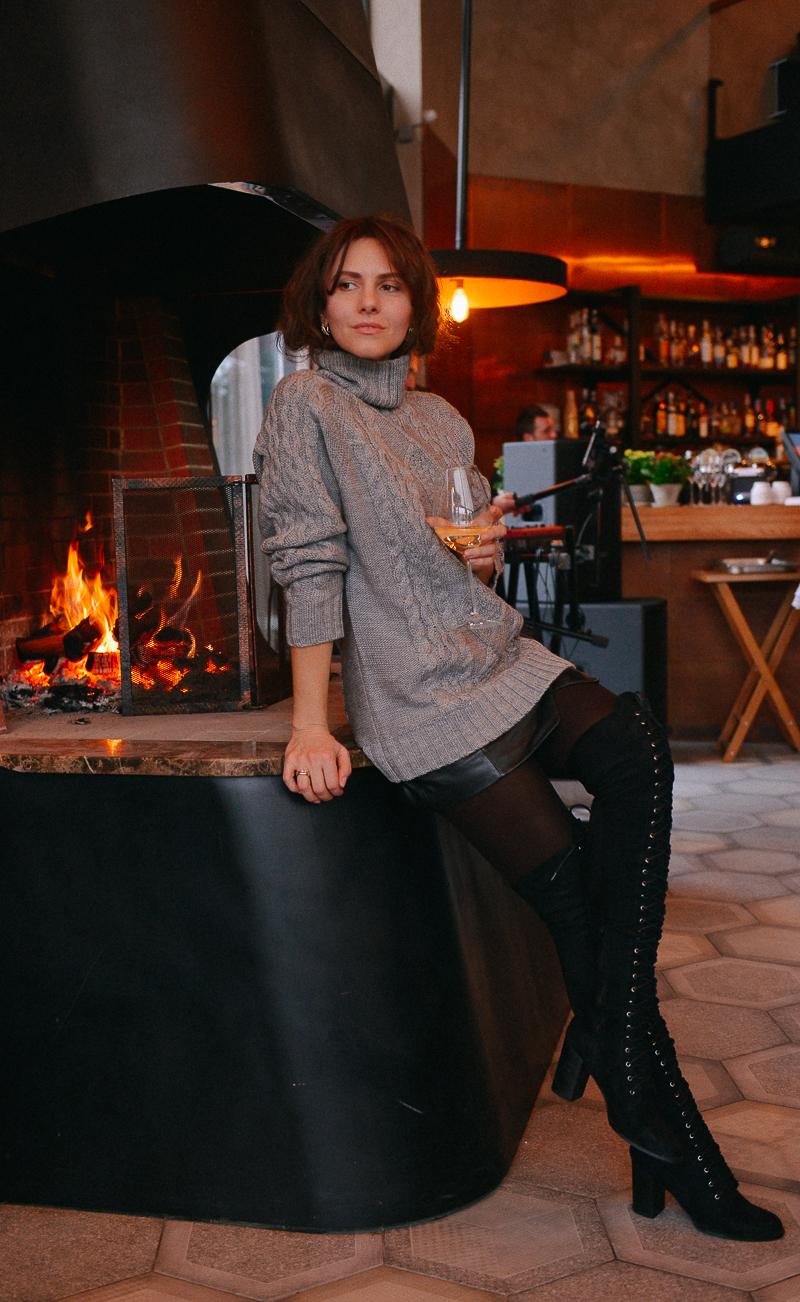 стильны образ в свитере