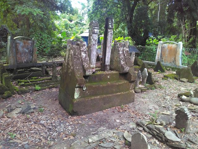 Makam raja-raja Nepo.