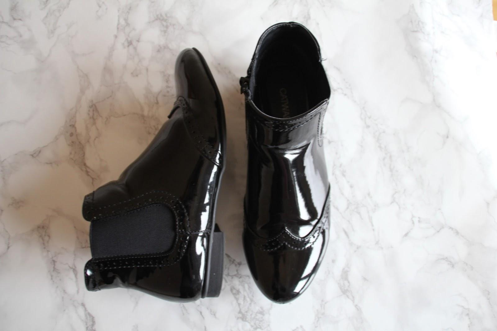 https://www.kleiderkreisel.de/damenschuhe/stiefeletten/145875790-chelsea-boots-in-lackoptik