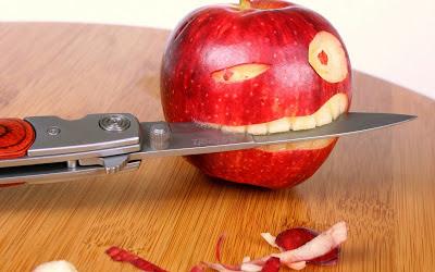 صور مضحكة و غريبة Funny-Apple-Knife-19