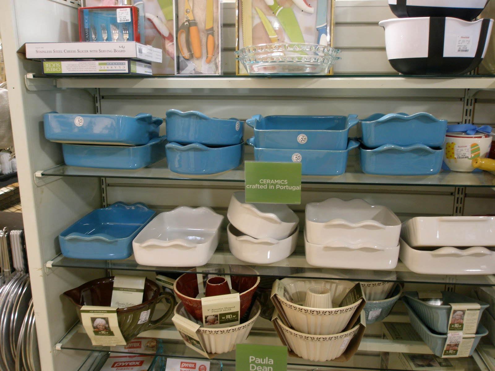 Ooo Really Liked These Blue And White Cerole Dishes They Would Be Great House Warming Or Bridal Shower Gifts You Will When See The Price