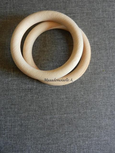 || L'anneau en bois, hochet simplissime