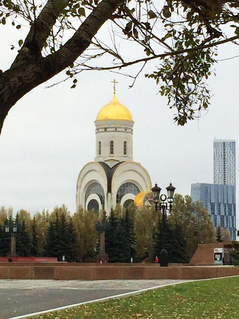 Изображение Храма Георгия Победоносца осенью