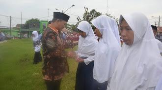 Wakil Bupati Karawang Santuni Pelajar di Telagasari