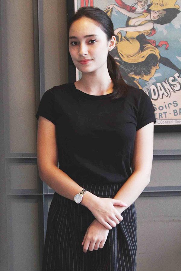 artis seksi dan hot manis leher indah manis Tatjana Saphira