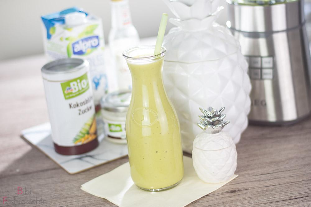 cremiger Ananas-Kokos Smoothie Titelbild