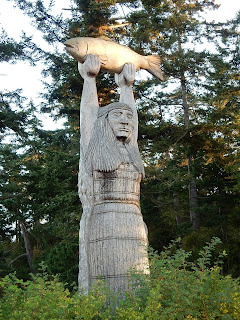 Pole carving, Rosario Beach
