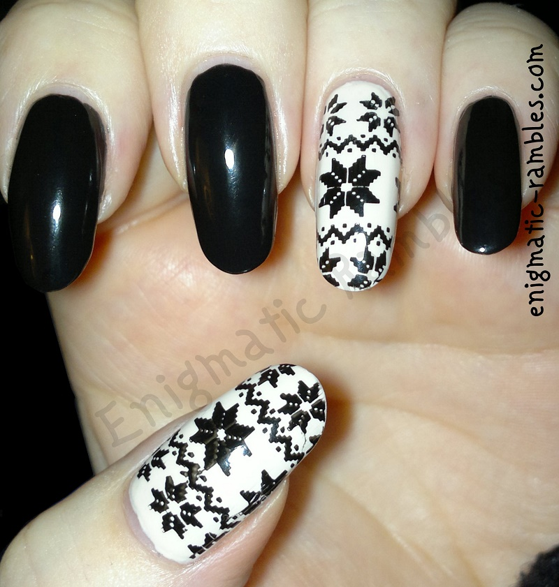 festive-sweater-snowflake-nails-stamped-stamping-essence-black-is-back-jacava-vanilla-slice-moyou-london-collection-04-special-nail-polish-black