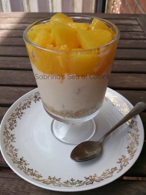 Crema de queso y frutas con base de avena