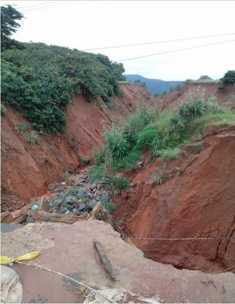 Very Disturbing: Strange Gully Erosion Tears Major Road in Abia Apart (Photos)