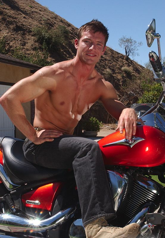 Sixpackhunks: Kevin Crows