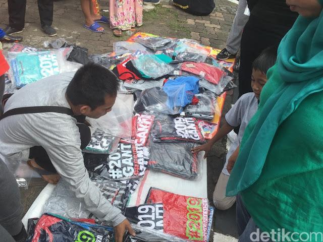 Laris Manis! Pedagang Kaos #2019GantiPresiden Raup Untung Rp 10 Juta di CFD