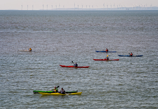 Photo of a closer view of the canoeists