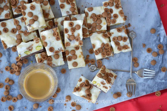 Fudge met kruidnootjes en pistachenootjes