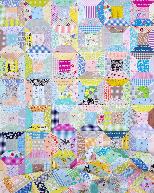 Scrappy Spool Block Quilt - with link to Spool Block with Inset Seams Tutorial | © Red Pepper Quilts 2018 #patchworkquilt #spoolblockquilt #quiltblock #sewingtutorial #redpepperquilts #scrapquilt #quilt #scrapbusterquilt