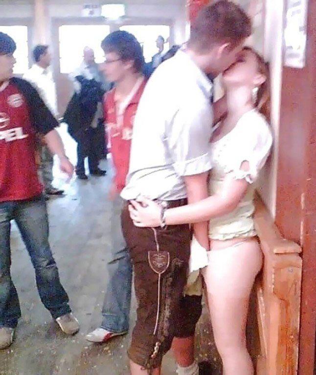 этого парень щупает девушку фото английском