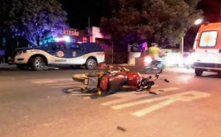 Homem atropela motociclista