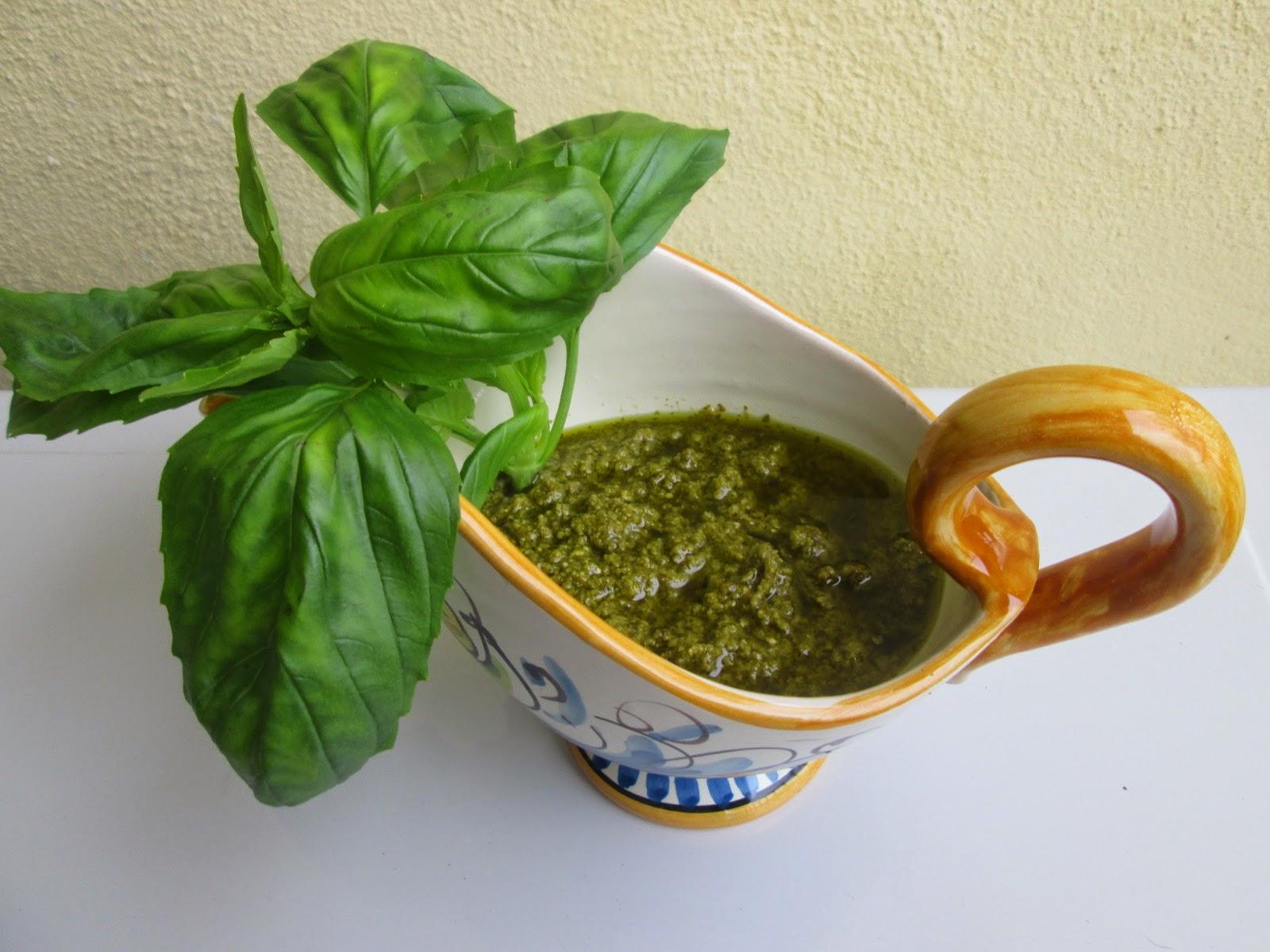 Pesto a Genovese caseiro (Pesto alla Genovese casalingo)