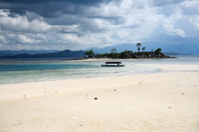 pantai pasir putih nan indah