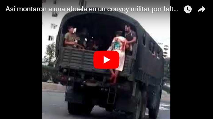Así montaron a una abuela en un convoy militar por falta de transporte