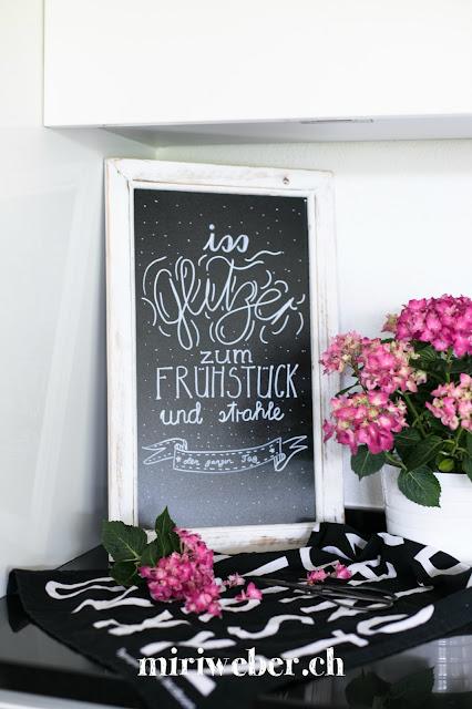 eat glitter for breakfast and shine all day, chalkboardlettering, chalkboard, kreidetafel beschriften, mit kreide schreiben, kreativblog schweiz, diy blog