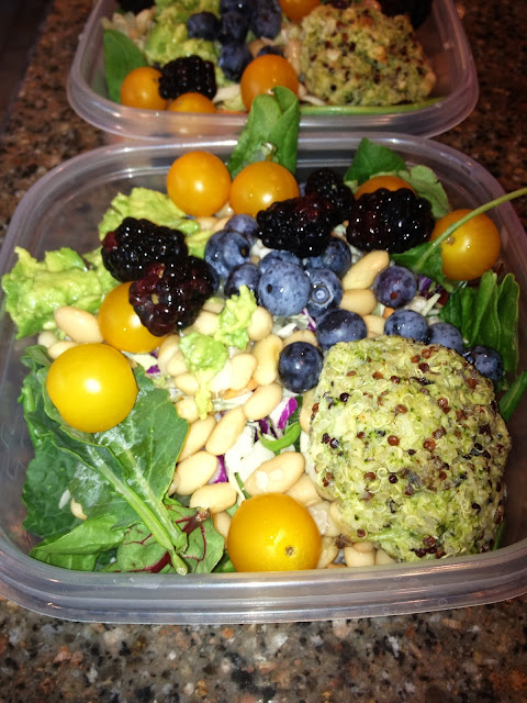 Dr. Fuhrman type salad with berries and almonds