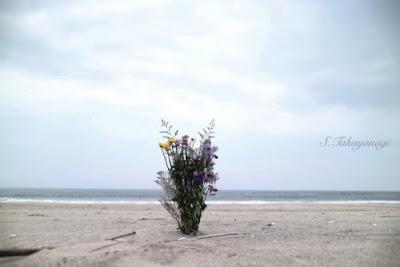 福島の浜 献花
