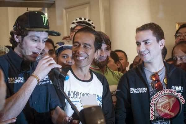 Jokowi Gowes Bareng Rossi dan Lorenzo