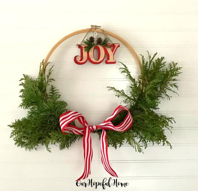 DIY Embroidery Hoop Christmas Wreath tutorial