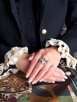 お気に入りのお洋服に合わせてフルオーダーしたリングが大満足。